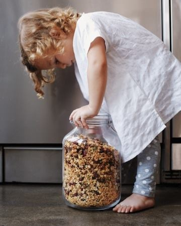 Çocukların beslenmesi bizim için ayrıca önemli.  Hem organik beslensinler hem de iştahla yesinler diye Kids Müsli'yi hazırladık.