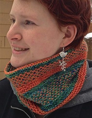 Annie Modesitt demonstrates how to create an easy plaid knit cowl pattern with slip stitches. Download your free knit cowl pattern and get started!