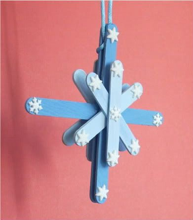 Popsicle Snowflakes   (Another popsicle stick idea: Frame a picture with popsicles and hang with a ribbon.)