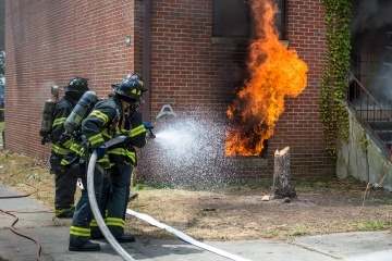New York firemen tested the efficacy of immediately applying water directly to the source of the fire in an experiment this week. The New York Fire Department is experimenting with new techniques better-suited to fighting the fires of modern households.