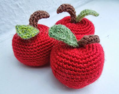 Apple Crochet // free pattern use to make these for my children's teachers.