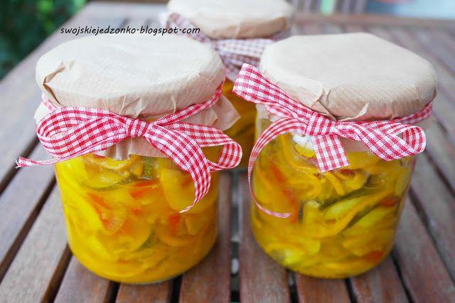Swojskie jedzonko: Sałatka z cukinii i papryki na zimę