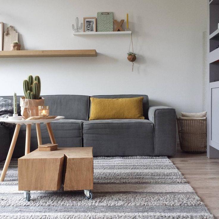 Livingroom xxdorienhome  Grijzebank met oker en hout accenten