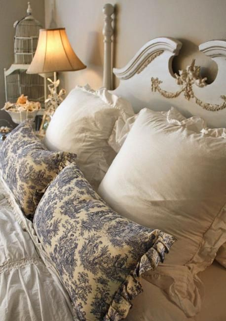 French decorating ideas for classic, elegant and nostalgic bedrooms are comfortable and very popular trends. The new look of country French bedroom decor, bedroom furniture, vintage accessories and lighting fixtures in Louis XVI style and Louis XV style seems to have lots of fans. Lushome presents a