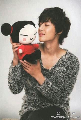 Kim Hyung Joon from Boys Over Flowers with a Pucca doll! I'm dying right now.