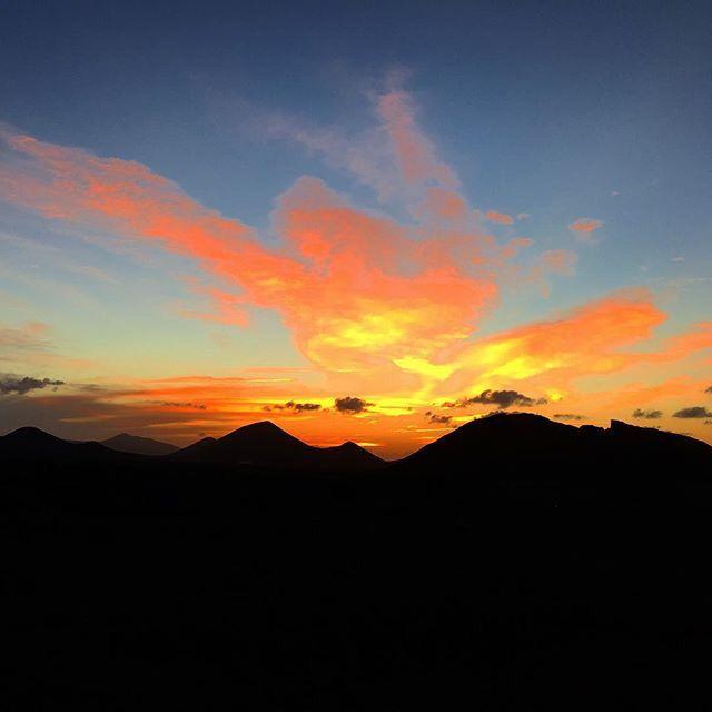 Love SUNSET! atardeceres con silueta en thesuites LANZAROTE #canarias #lanzarote #sunset #nowinter #thesuites #nohotels