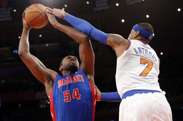 The Detroit Pistons signed Jason Maxiell to a contract Friday, allowing the team's former forward to retire as a member of the organization.