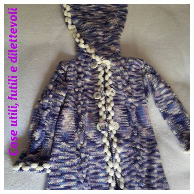 Cappottino in lana sfumata, finiture con lana ponpon