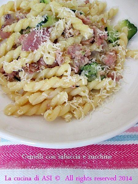 Gemelli salsiccia e zucchine per un gusto piacevole ed equilibrato, un primo veloce che piacerà a tutta la famiglia Ricette primi La cucina di ASI