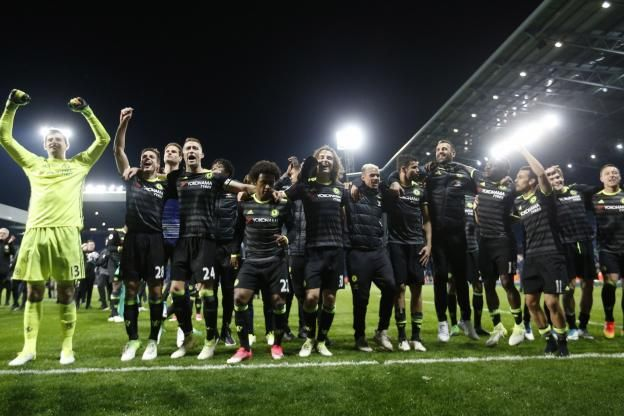 Foot - Angleterre - Chelsea                                                                                                                                     Foot              ... http://www.lequipe.fr/Football/Actualites/Chelsea-defilera-le-28-mai-pour-feter-son-sacre/801726#xtor=RSS-1