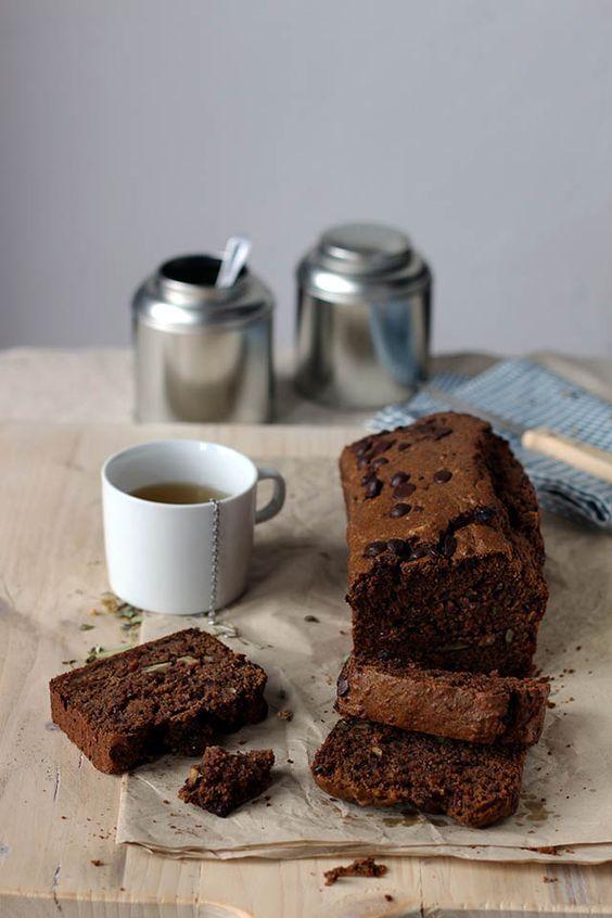 Recept voor chocolade courgettebrood lijkt op bananenbrood maar dan met courgette. Courgettebrood is lekker als tussendoortje of als ontbijt. Zonder toegevoegde suikers.