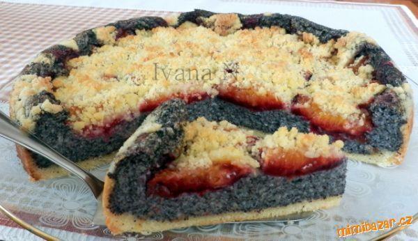 Jemný makovo - pudinkový koláč se švestkami