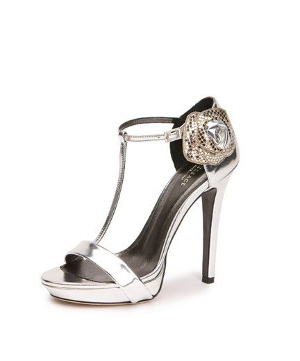 Sandalo in vernice argento con fiore decorativo in vernice argento e maglia metallo