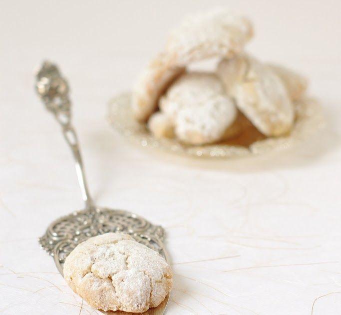 Recette des ricciarelli di Siena, ces anciens biscuits Toscans aux amandes typiques de Noël et irrésistibles.