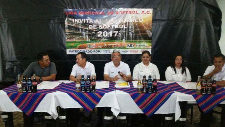 #Breves Lanzan liga de softbol municipal http://ift.tt/2pEQPay Entérese en #MNTOR.