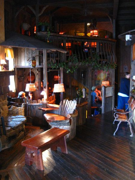 its on my OZ's trip list!! Common Ground Cafe | Katoomba,NSW - The café is reminiscent of an elaborate tree house or a hobbit's little hidey-hole.