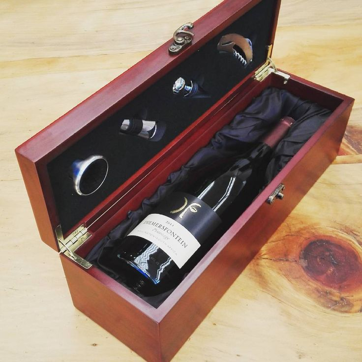 This engraved wine set is a perfect executive gift for clients #corporategiftssouthafrica #brandinnovation #southafrica #wineset #wine #engraved #marketinggifts #promotionalgifts #brandedgiftssouthafrica #clientgift #executivegifts