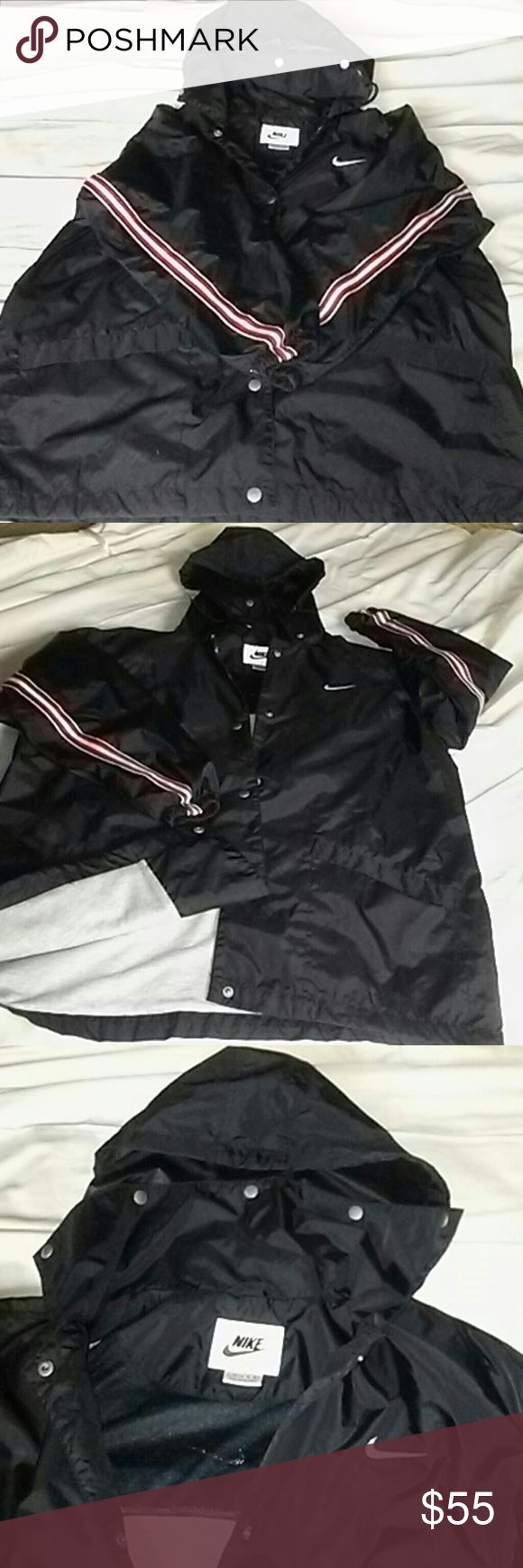 Nike  Large/womens Nike nylon, lined interior, mesh on upper. Large 12 - 14. Hooded , very nice, lite weight. Women Nike Jackets & Coats