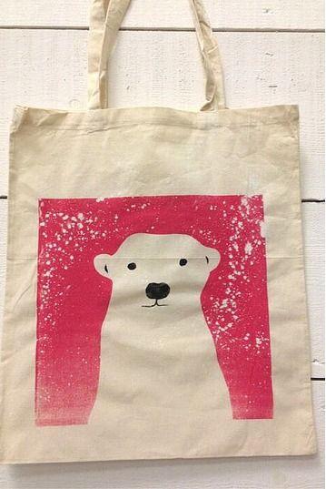 DIY Screen printing to print a Winter Tote Bag, Pink Polar Bear www.slamseys.co.uk