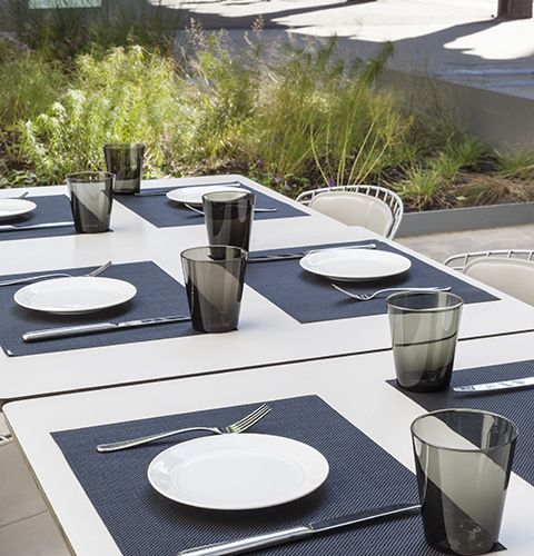 chilewich placemats create a outdoor dining tablescape at the restaurant untitled at the whitney museum