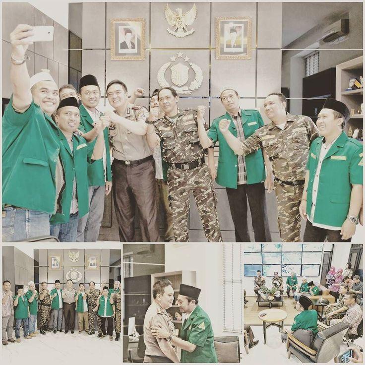 Pada hari ini Jum'at tgl 14 Juli 2017 pukul 11.00 wib bertempat di Ruang Kerja Kapolrestabes Surabaya dilaksanakan giat Audiensi dg PC GP Ansor Kota Surabaya dlm rangka silaturahmidiskusi dan koordinasi utk bersama menjaga Surabaya tetap aman & kondusif terhindar dari paham2 radikal aksi Intoleeansi  yg mengancam keutuhan NKRI