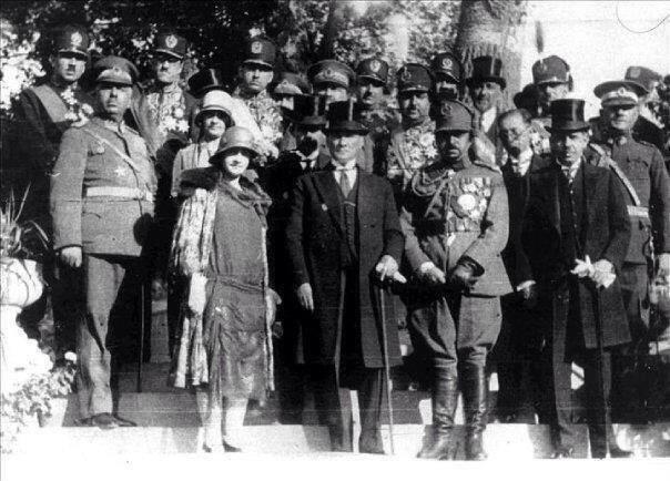 Mustafa Kemal Atatürk'ün az bilinen fotoğraflarından... #TekAdamMustafaKemalATATÜRK pic.twitter.com/QC3mw6ip2r