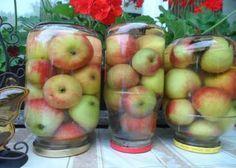 Простые моченые яблоки. Крепкие яблоки, желательно поздних зимних сортов сложить в 3-х литровые банки залить холодной водой, насыпать 3 ложки соли, 3 ложки сахара, положить пару лавровых листиков, можно гвоздичку. Закрыть крышками и хорошо потрясти , чтобы соль и сахар растворились. Оставить на неделю при комнатной температуре, а затем унести в холодный подвал. Через месяц яблоки готовы, хранить можно всю зиму , до весны.