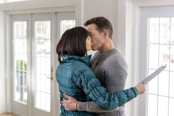 """Good news, Hallmark Channel fans! The network announced today that hit series """"Good Witch"""" will return for Season Three in 2017.  Currently airing Season"""