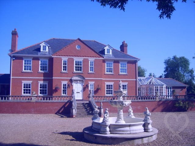 Highfields Manor Spa - Sleeps up to 25 - Loughborough Leicestershire - self catering in East Midlands. The Hen House - fabulous hen party accommodation. http://www.henpartyvenues.co.uk/cottage/le2002/Loughborough/Highfields-Manor-Spa/