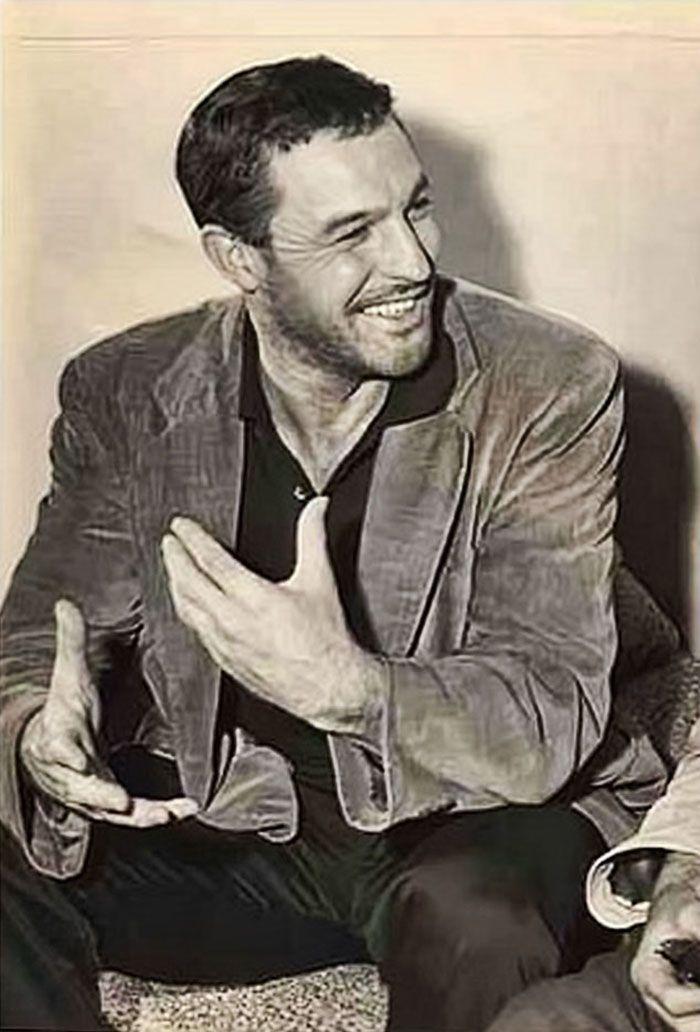 Gene Kelly, 1943