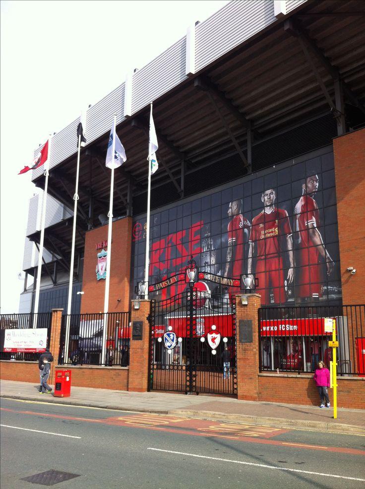 Liverpool football club anfield stadium steven gerard