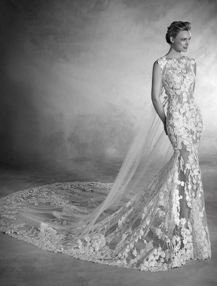 Adevarata frumusete a acestei rochii rezulta din armonia dintre piele si textura materialului, accentuat de tul, broderie si aplicatii de pietre. O combinatie senzuala si atragatoare. Aceasta rochie stil sirena fara maneci, cu talie joasa si decolteu in forma de barcuta scoate perfect in evidenta silueta miresei.