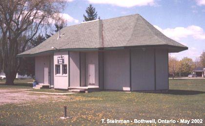 BOTHWELL , Ontario - Canadian National Railway depot - www.NiagaraRails.com     -  Regency Style architecture  OL