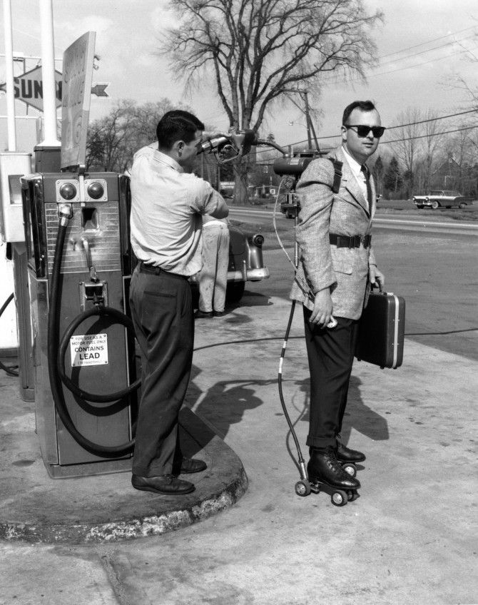 Salesman Mike Dreschler has his motorised roller skates refuelled at a petrol station near Hartford, Connecticut. He has a single horsepower air-cooled engine strapped to his back and holds a clutch, accelerator and engine cut-off switch in his hand. (Photo by F. Roy Kemp/BIPs/Getty Images). 11th May 1961History, Photos, Rollerskating Refuel, Vintage, Motori Rollerskating, Rollers Skating, Funny, 1961, Motors Rollers