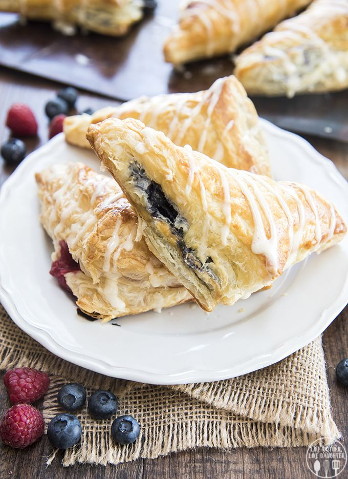These blueberry turnovers are light and flaky and filled with a sweet blueberry filling and are so delicious for breakfast or dessert! **These blueberry turnovers are made using SPLENDA®Sweeteners as part of a sponsored post for Socialstars #SplendaSweeties #SweetSwaps #MadeInAmerica All opinions are my own. It's ending the near of summer season, and I'm hanging on to...Read More »