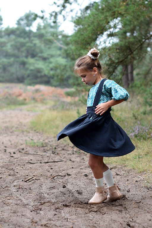 Over the top and storybook dress. Love this fall outfit.