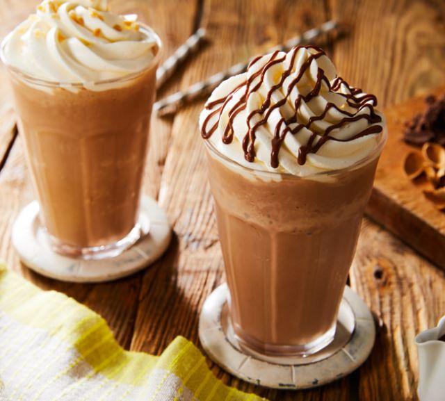 ガーナでつくったフラッペドリンク。生クリームやインスタントコーヒーでオリジナルのドリンクをつくろう。
