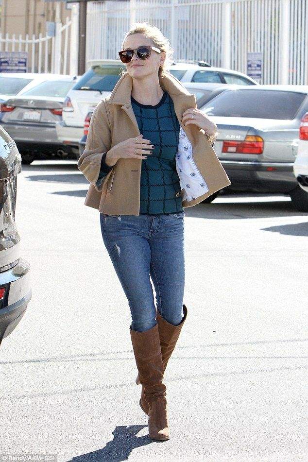 Reese Witherspoon braves the chilly weather while visiting LA spa   Daily Mail Online