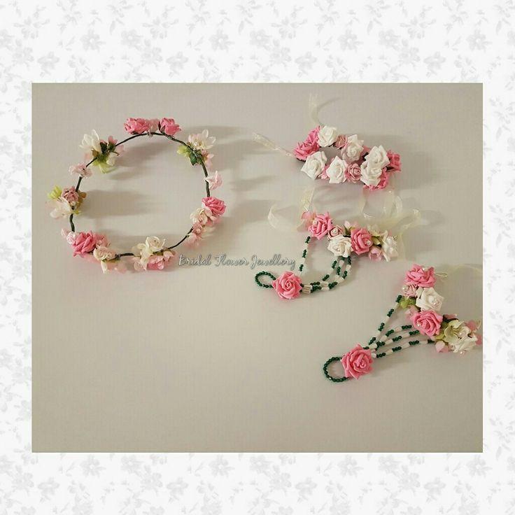 Artificial flower jewellery by Bridal Flower Jewellery www.bridalflowerjewellery.com #bridalflowerjewellery #flowerjewellery #floraljewellery #mehndi #mehndijewellery #mehndiflowers #realbride