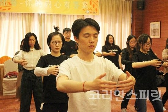 """""""뇌교육으로 직업 교육하는 중국 기업 빠르게 확산"""" - 코리안스피릿"""