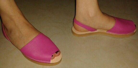 Sandalias Españolas en cuero pigmentado color fuscia.