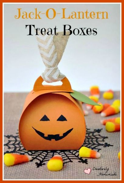 Need to send in treats for a class Halloween Party? These Jack-o-lantern homemade Halloween Treat Boxes are simple to make and sure to be a hit with the kids. Learn how to make them here!