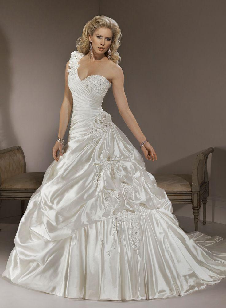 Elegant One shoulder Neckline Ball Gown Wedding Dress