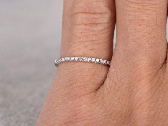Diamant Ehering, rosa/gelb/weiß Gold.Every Schmuck in meinem Shop benötigt zu bestellen.  ------ Artikeldetails:  Massivem 14 K White Gold (Gold-Farben sind möglich in weiss/gelb/rosa)  Größe 5# (Ring kann geändert werden)  Band Breite ca. 1,2 mm  0.15ctw Runde Schnitt SI-H natürliche freie Konfliktdiamanten.  Satz zu ebnen  Weiteres Feature: bequeme Passform  Marktpreis: $1000  Dieser Ring in rose gold-Link: https://www.etsy.com/listing/263012681/...