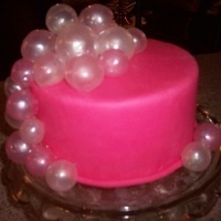 How to make gelatin bubbles. Just in case I ever need to do a mermaid or fish cake! :)