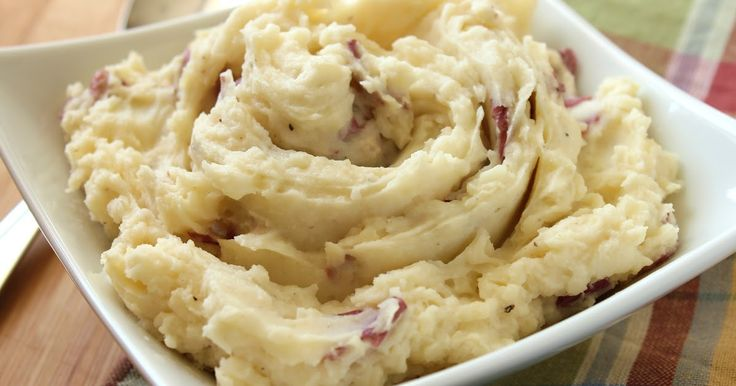 Delicious as it Looks: Restaurant-Style Garlic Mashed Potatoes