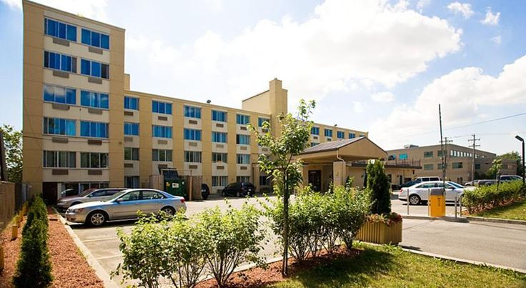 The Quality Hotel Midtown Montreal Montréal The Quality Hotel Midtown Montréal is 10 minutes' walk from the Plamondon and Namur Metro Stations and about 10 minutes' drive from Montréal city centre. It features an indoor pool, fitness centre and free WiFi.