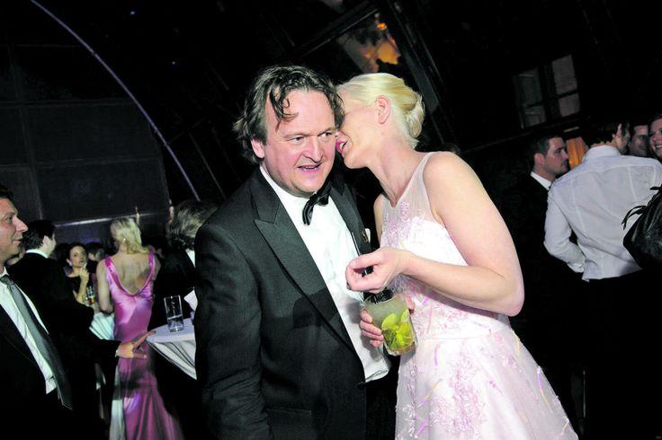 Bei der Aftershow-Party amüsierte sich ORF-Journalist Hanno Settele mit seiner Frau Sabine.