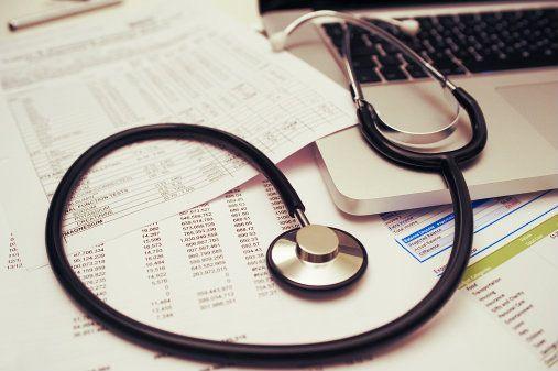 Pelo portal é possível registrar medicamentos utilizados, resultados de exames, tipo sanguíneo, doenças crônicas, etc.