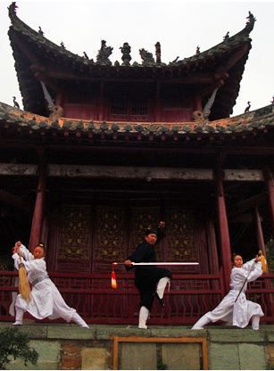 Wudang tai chi : Master Wang and his students  temple of wu dang shan, China